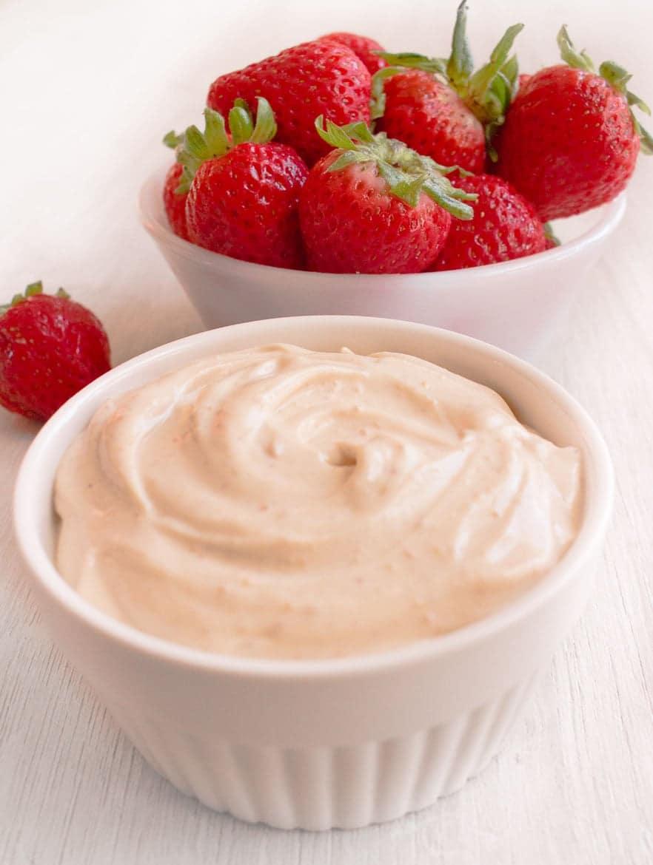 Peanut-butter-Greek-yogurt-dip-9797