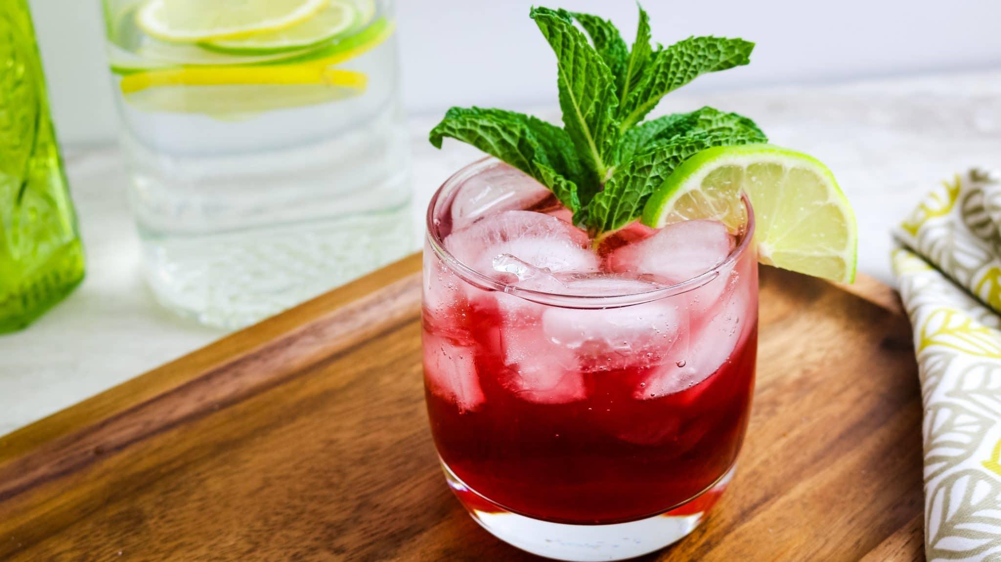 glass of virgin mojito