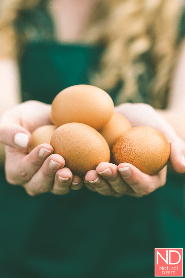 picutre of a woman holding eggs in her hand